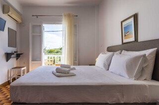 accommodation iliopoulou elegant bed