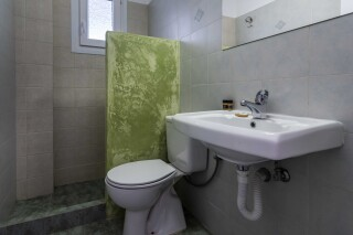 accommodation iliopoulou shower